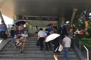 五和地铁站出口30米品牌冒菜店可空转
