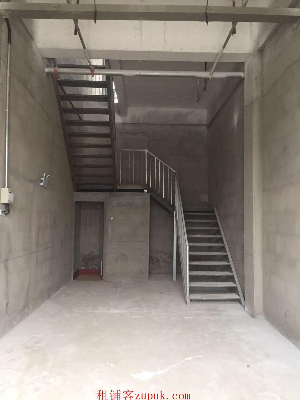 平原新区恒大金碧天下新铺底下两层125平方