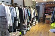 步行街南门口25㎡服装店转让!