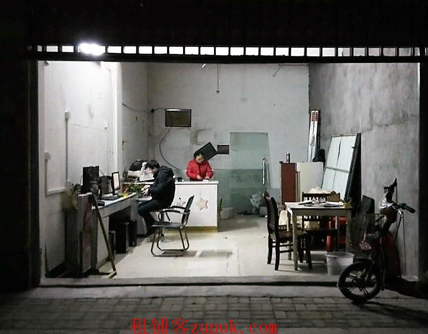 出租店铺:青云谱迎宾大道江铃西二路口 居民区公交站旁