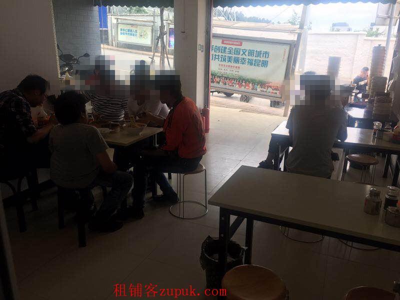 学校旁小吃店优转