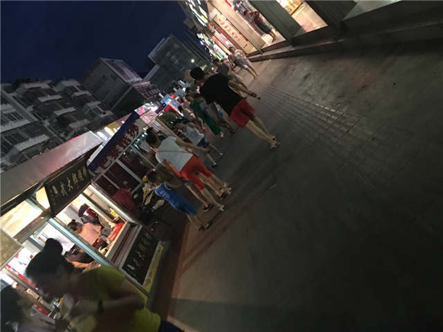 南昌县莲塘百货大楼正对面摊位招租