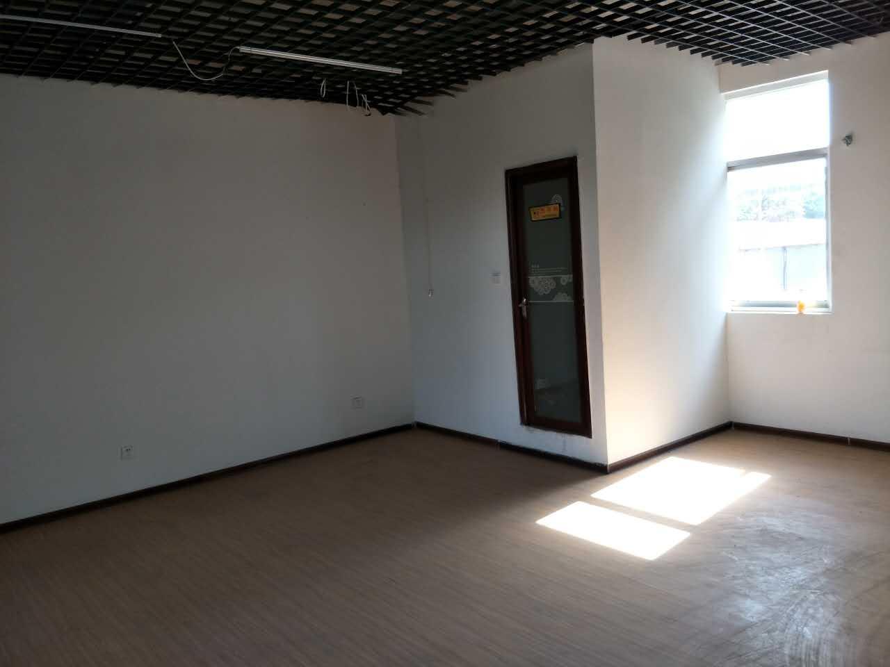 柳阳街商业门脸后一间精品装修135平米出租