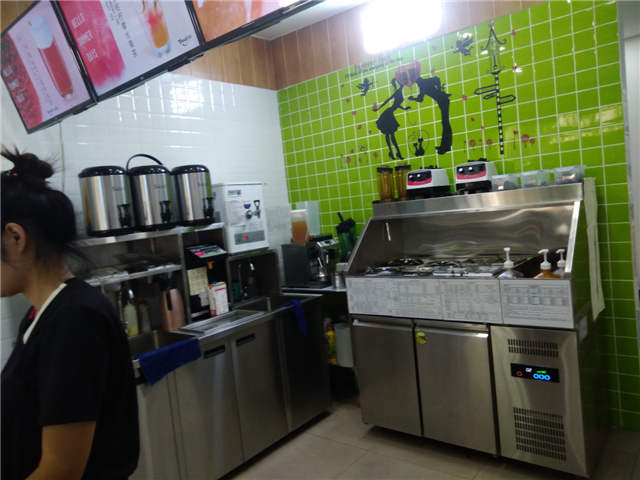 地铁口奶茶店空转或整转