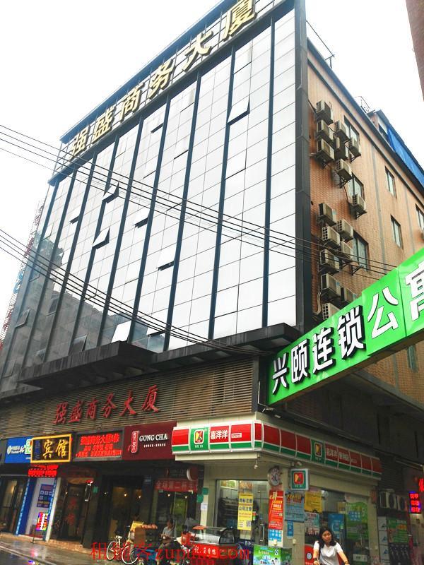 江夏地铁A出口生意火爆餐饮店转让
