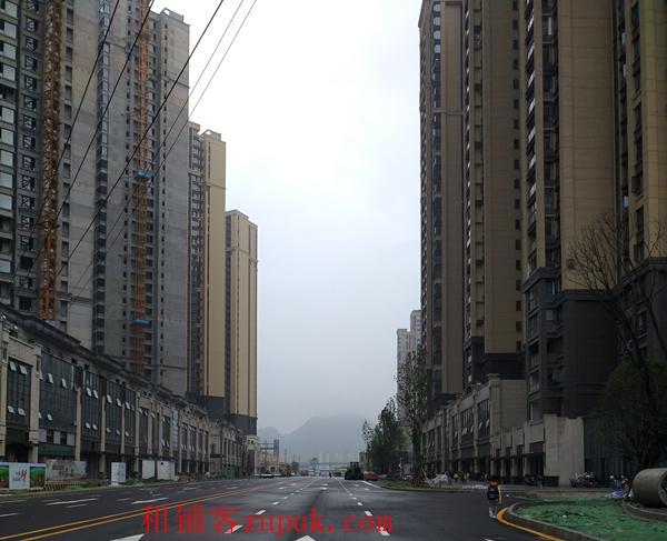 保利凤凰湾临街旺铺65平高度约5-6米
