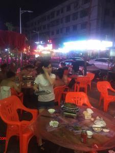 植物园夜宵黄金一条街90㎡餐饮店转让(可空转)