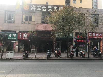 大型社区门口330㎡独家火锅店转让