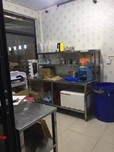 广场奶茶店6000急转(无行业限制)(还包含3个月的房租费)