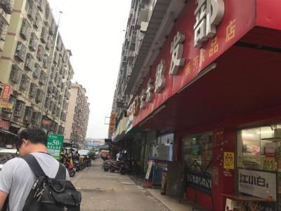 学生公寓出入口65平米超市低价转让