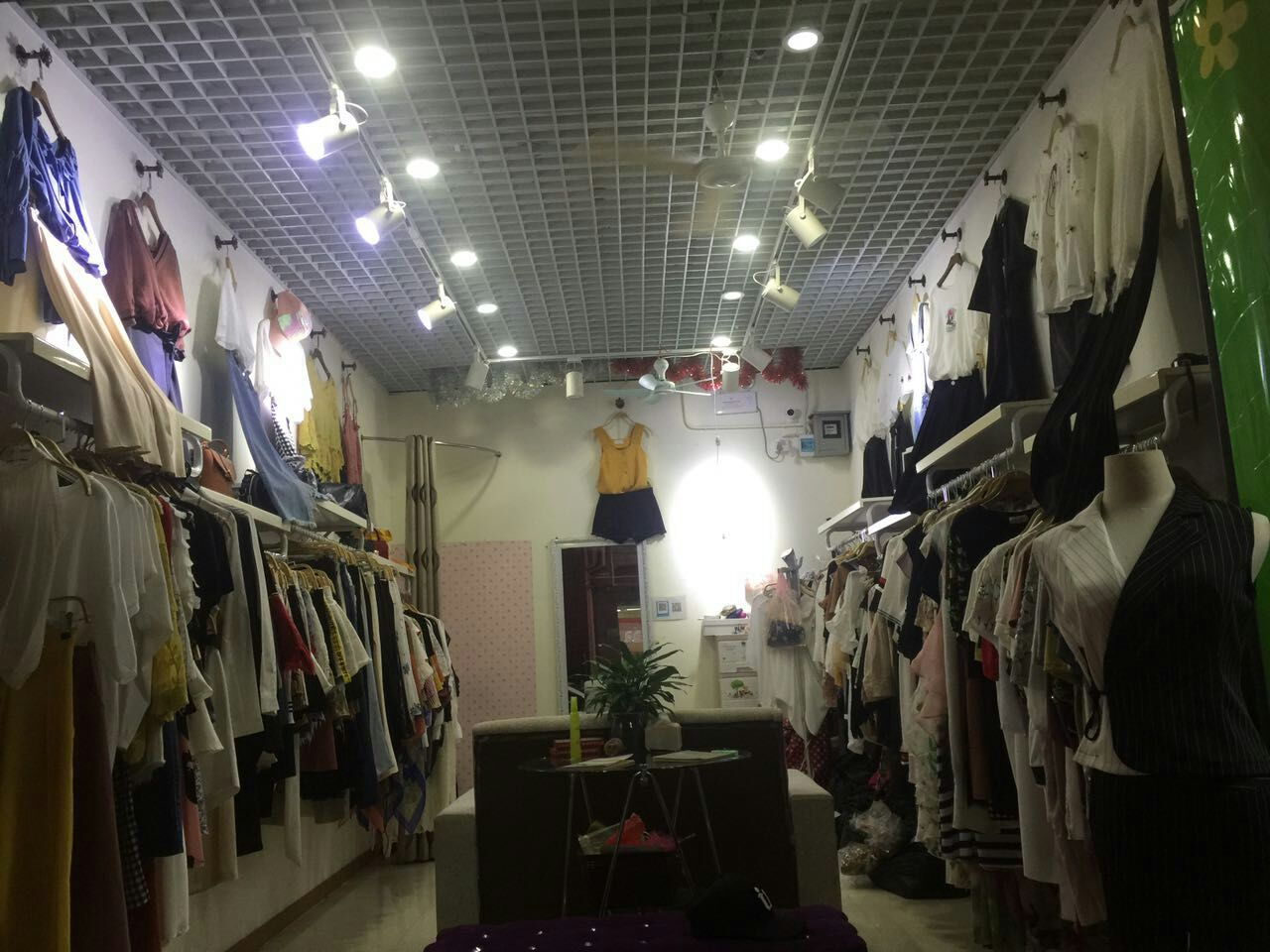 龙华 白石龙一区新众佳超市街铺 女装店转租