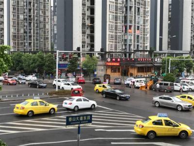 商务广场200㎡临街门面转让