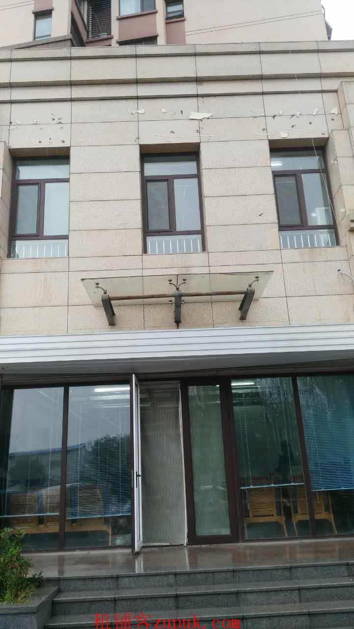 出租奥体西路尚品燕园西门北侧324平米两层商铺