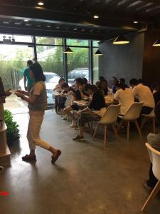 侨城北地铁站80㎡商务餐转让,可外摆,双门头