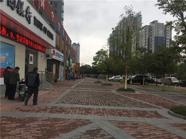 百货中心 旁一楼临街