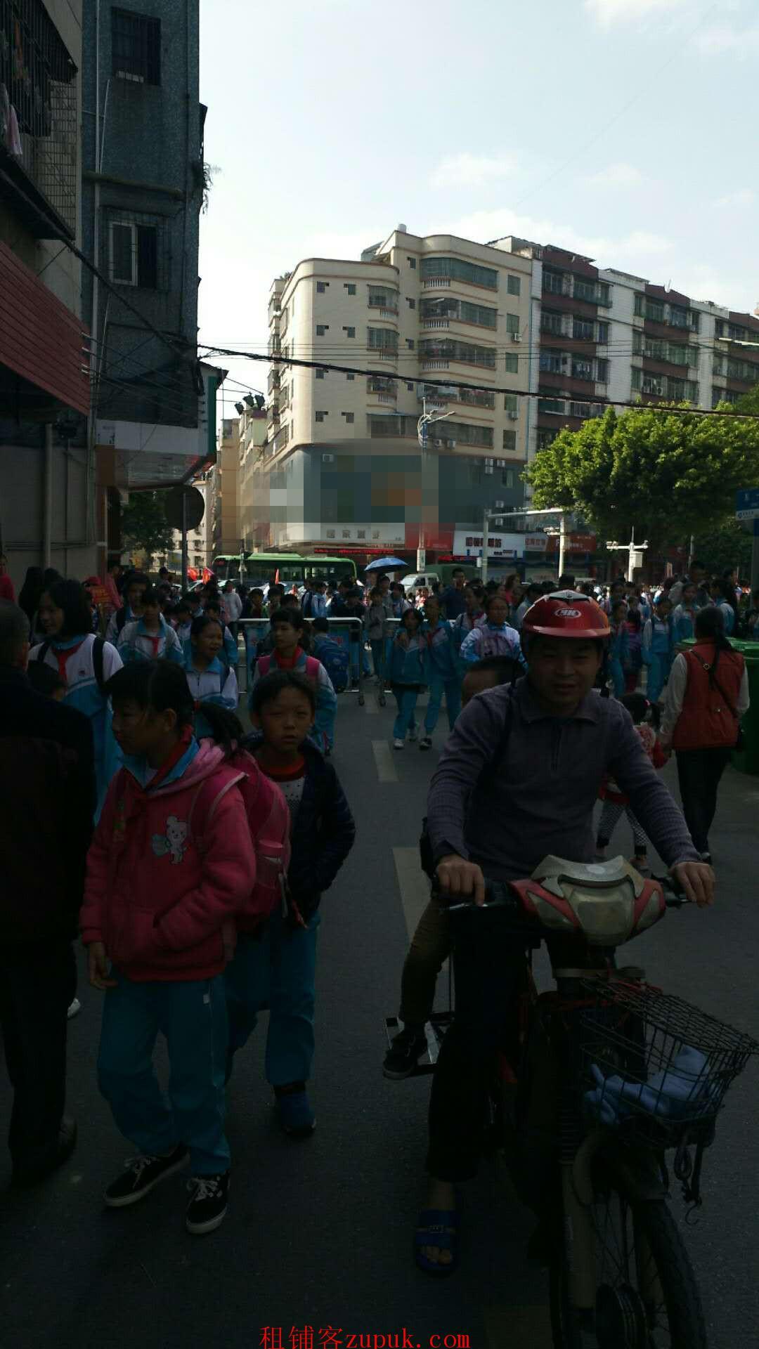 8千人学校铺位,周边无便利店竞争