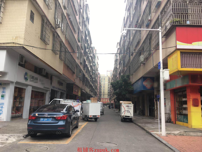 住宅区,转角位,位于快递中转站