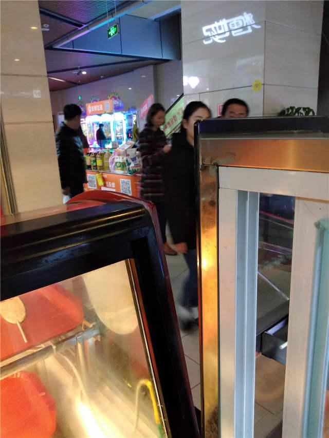 永辉超市收银台出口第二间