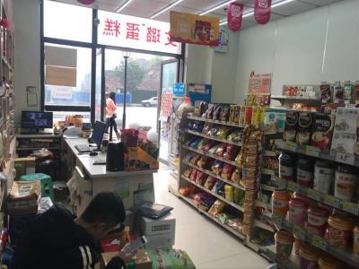 大型小区门口50㎡便利店转让