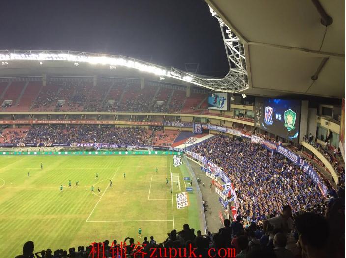 虹口足球场旺铺出租 租金7k 执照齐全 人挤人的地方