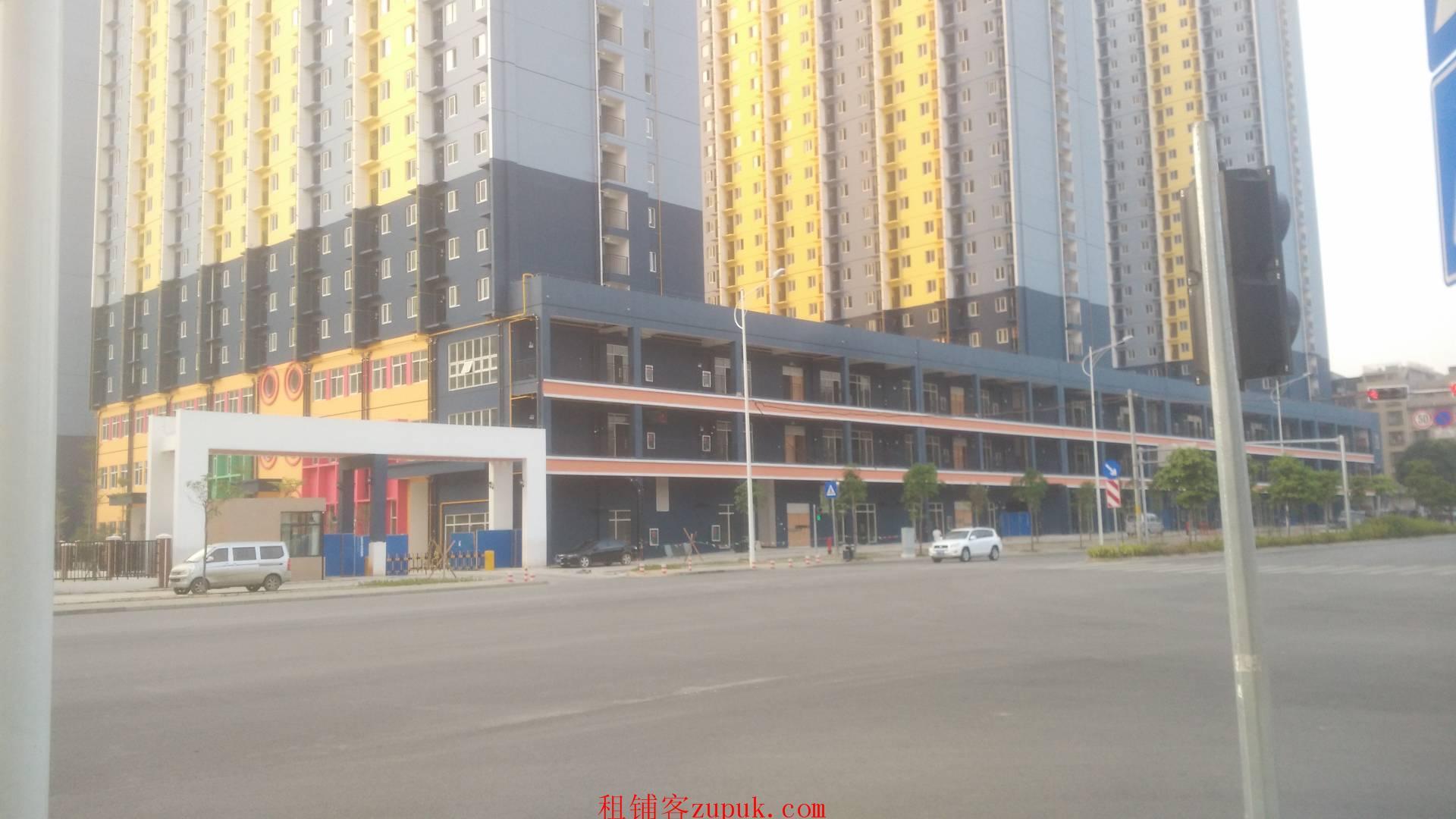 福利房楼下铺面,月租金14-22块钱每平米