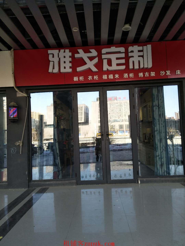 华强生活广场内精装修家具店空转