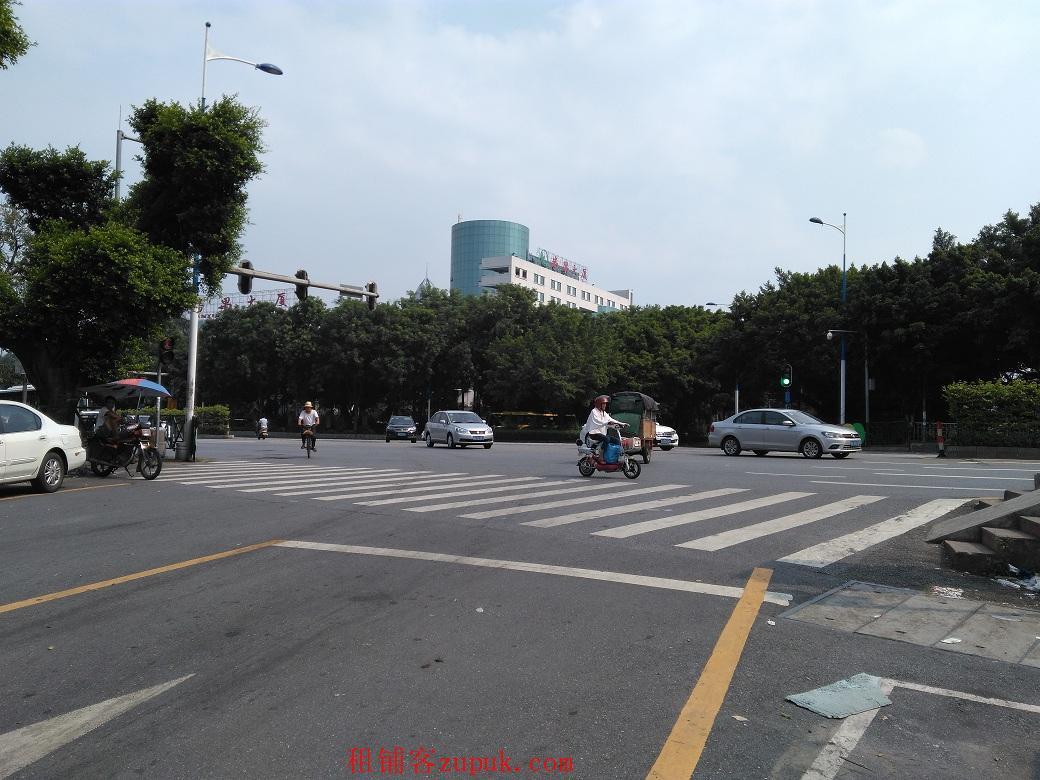 番禺广场1千方临街门面出租 餐饮休闲超市皆可