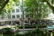 瑞金医院正门旁边 餐饮业态不限 可明火带执照人挤人