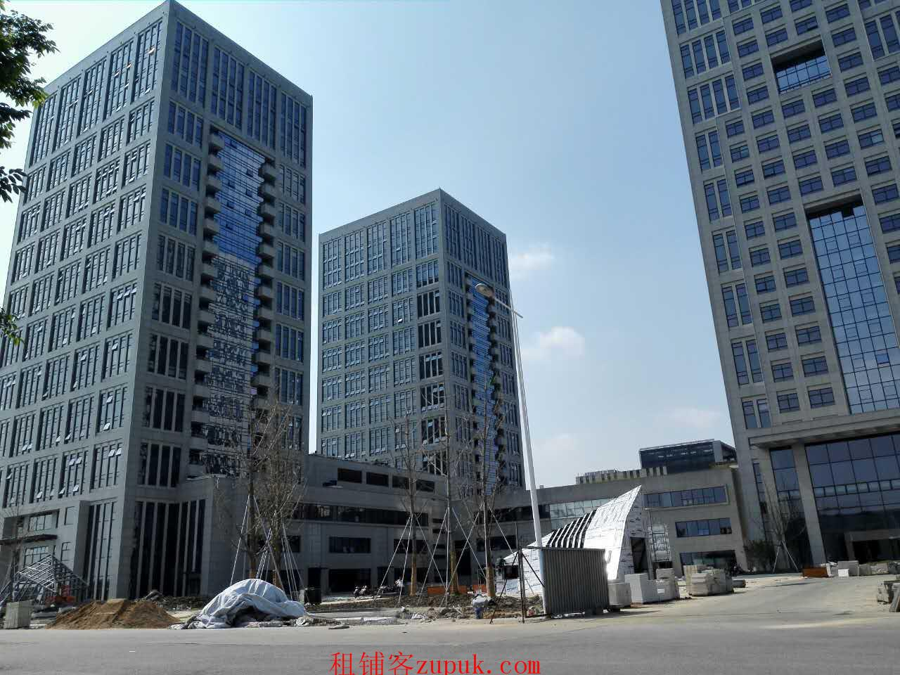 昆山汇金财富广场针对知名品牌商家另有优先及优惠招商条件.