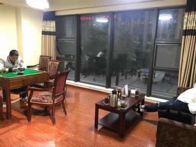 观音桥九街500㎡茶餐厅转让(行业不限)