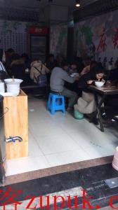 九龙坡中高档大型小区门口27㎡盈利面馆3万8急转了!