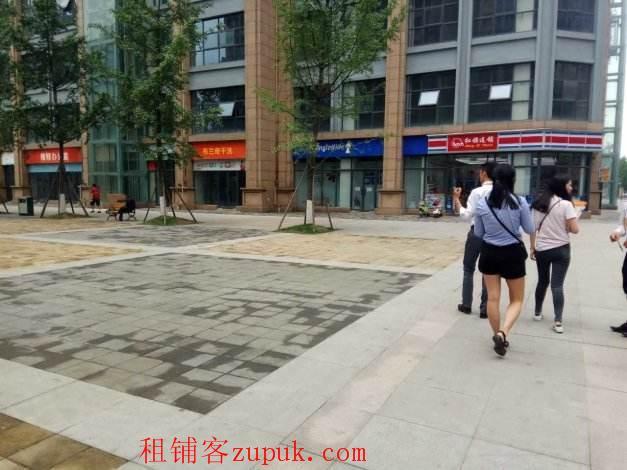 地铁口,万达旁,临街,层高6米,外摆,无转让费