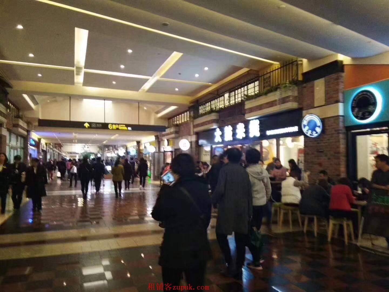 五角场商圈人挤人 餐饮百货女性服装亲子都行