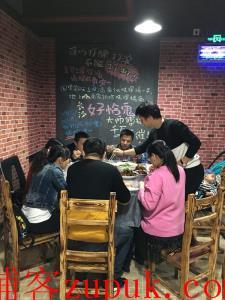 新开铺240㎡临街餐饮夜宵店转让(可空转停车方便)