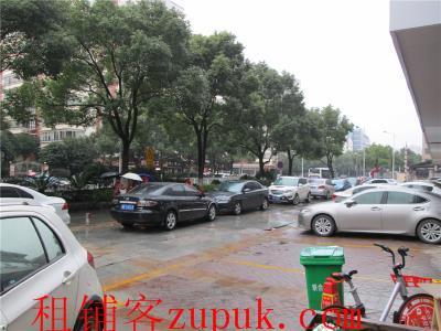 大型商场临街115㎡门面空转(无行业限制)