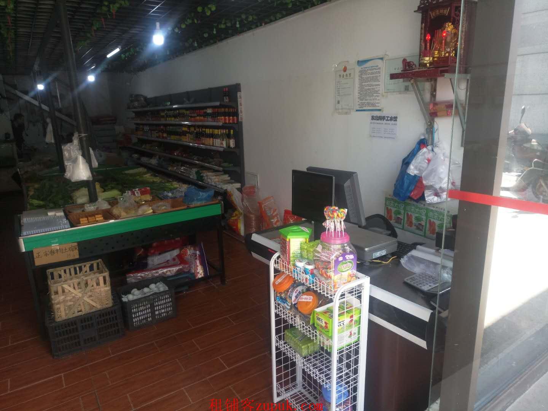 高档小区出入口生鲜店8.2万低价转让(可空转)
