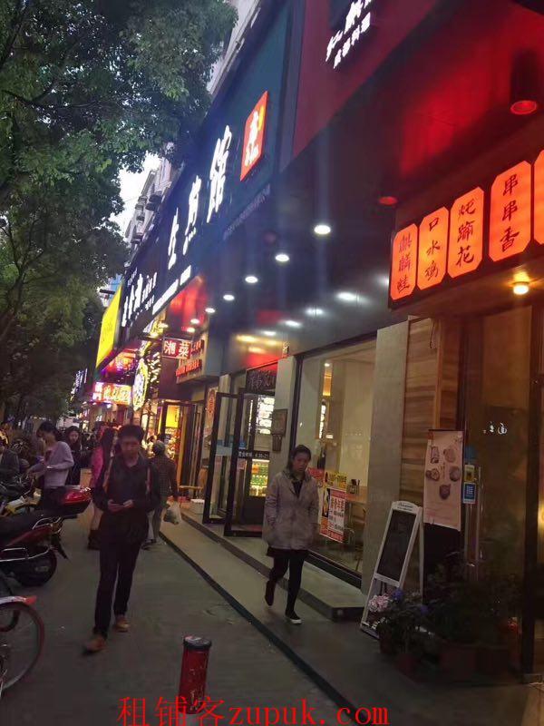 虹口曲阳路旺铺直租,可重餐饮,纯沿街,临近十字路口