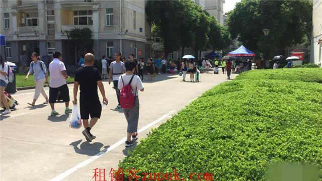 宝山大学内部唯一餐饮休闲区招租 4万学生消费人挤人