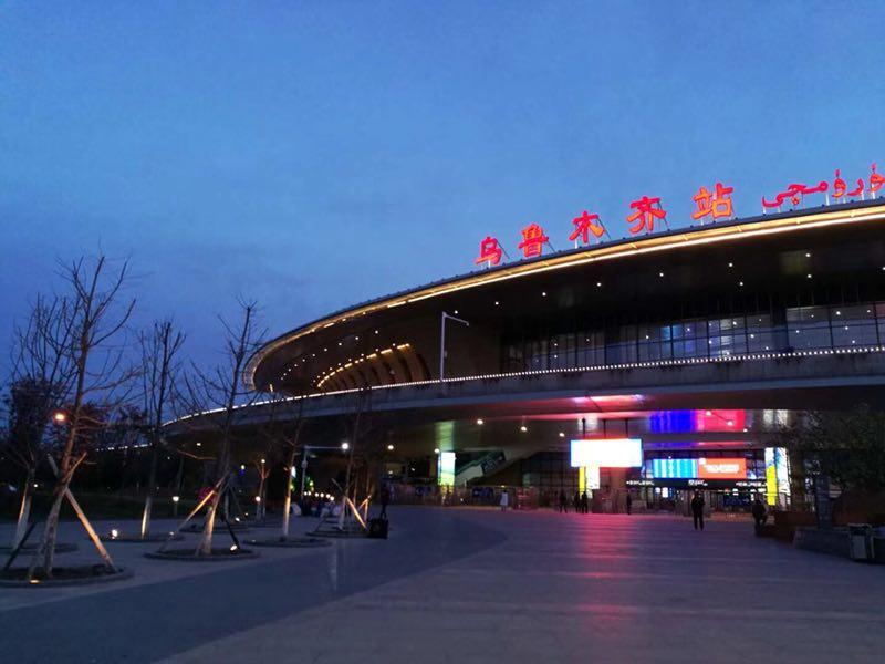 高铁美食广场-火锅、西餐、咖啡厅、清吧、快餐