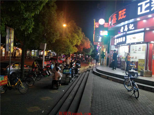 急转闵行区沿街一层旺铺招租接手随时开业