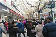 长宁仙霞路沿街餐饮旺铺三证齐全展示面大 靠近地铁!!