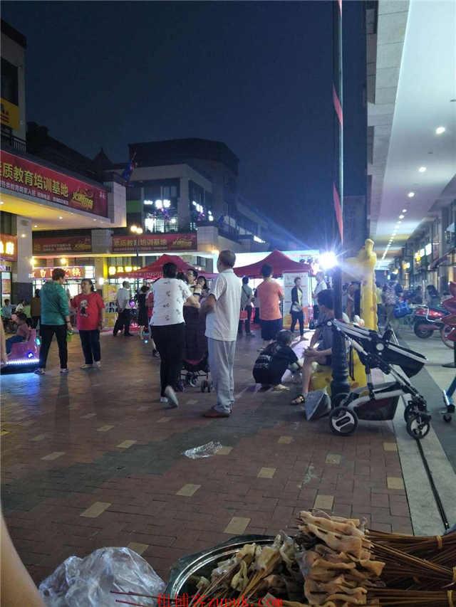 商业街口门面 55㎡ 小区围绕的铺子因事转(可空转)