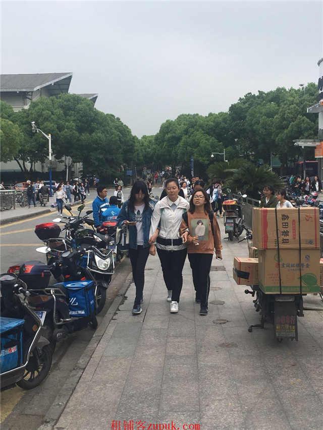 闵行七宝中学对面沿街旺铺招租 超大展示面 租金9千