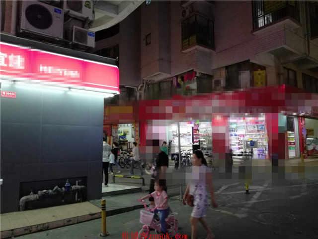 (罗湖地铁站)城中村十字路口转角双门面便利店