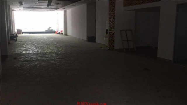 小寨商圈 兴善寺西街临街门面 500平方