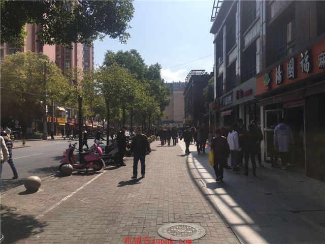 徐汇万体馆沿街门面 饭店执照 行业不限 客流火爆