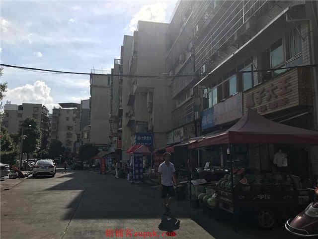 大型成熟小区55㎡临街餐馆转让