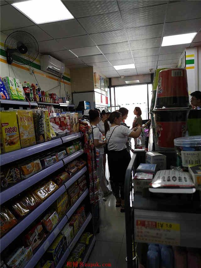 高档写字楼出入口45平方超市优价急转(可空转,无行业限制)