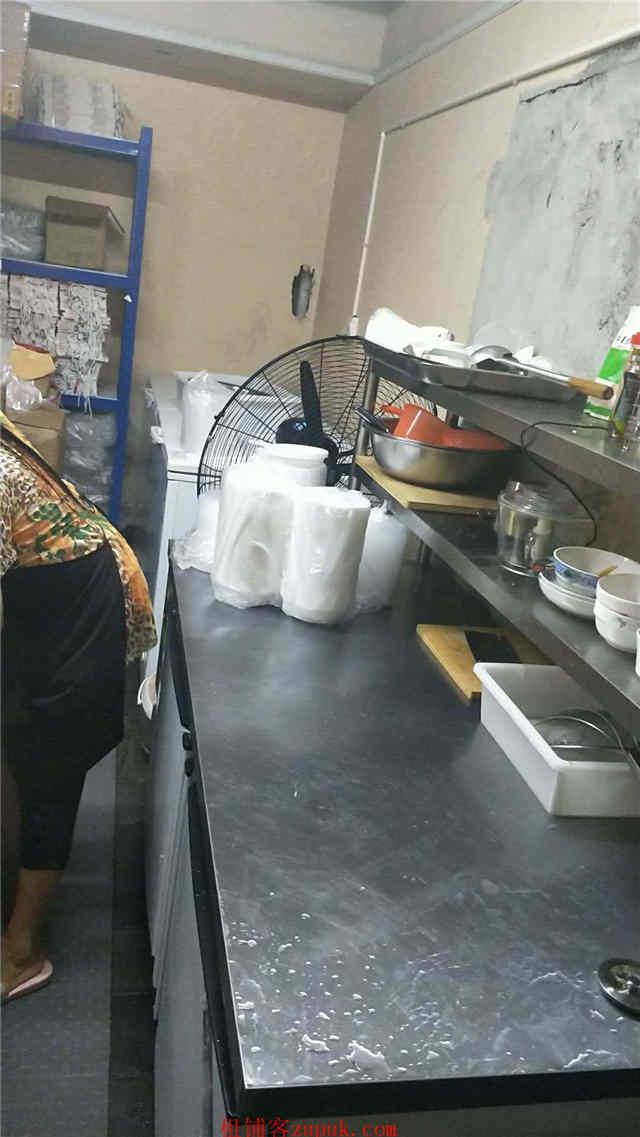 市中心火爆外卖店汤小鲜和范小满急转