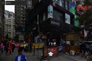 外图沿街旺铺,双门头人流量大,200平租3.6万